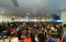 Hãng hàng không cần bố trí người hỗ trợ hành khách khai báo y tế