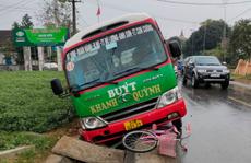 Trên đường đến trường, học sinh lớp 3 bị xe buýt tông tử vong
