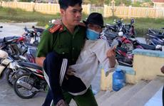 Cảm động hình ảnh cán bộ, chiến sĩ công an giúp dân làm căn cước công dân