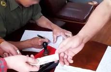 Xác minh thông tin 'tố' công an viên thu 100.000 đồng khi làm căn cước gắn chip