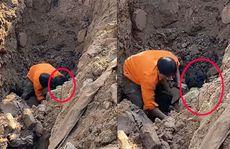 Sức khỏe người đàn ông 'đào được dưới hố sâu 2 m' ra sao?