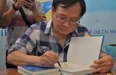 Nhà văn Nguyễn Nhật Ánh ký tặng sách, kỷ niệm 10 năm với 'Đảo mộng mơ'