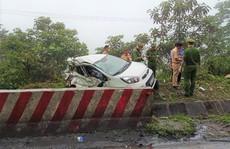 Xe khách tông xe 4 chỗ văng khỏi đường, 2 người tử vong tại chỗ
