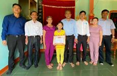 Học sinh lớp 2 trả lại 20 triệu đồng: Chủ tịch huyện Tiên Phước tặng giấy khen