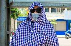 Người dân Thủ đô bịt kín mặt ra đường trong ngày nắng gắt