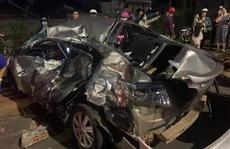 Xe con bị xe tải 'vò' nát, người phụ nữ chết thảm