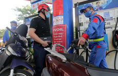 Giá xăng tiếp tục tăng, gần chạm mốc 20.000 đồng/lít