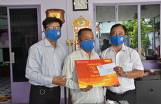 Chương trình 'Mai Vàng nhân ái' thăm nhạc sĩ Văn Hải
