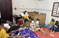 Bất chấp dịch Covid-19, hàng chục nam nữ tổ chức 'bay lắc' trong nhà nghỉ