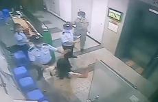 Người phụ nữ không đeo khẩu trang, ẩu đả với bảo vệ, bị lập biên bản xử phạt