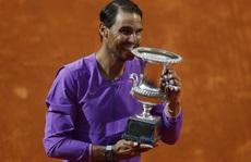 Rafael Nadal vượt mặt Roger Federer