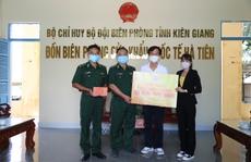 Quỹ Từ thiện Kim Oanh tặng quà cho lực lượng tuyến đầu chống dịch