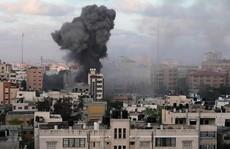 Israel không kích, đại gia đình 40 người chạy tán loạn