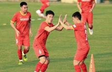 CLIP: Xuân Trường, Quang Hải mang tín hiệu vui cho HLV Park Hang-seo
