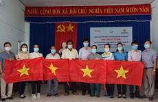 Trao 3.000 lá cờ Tổ quốc cho ngư dân Khánh Hòa
