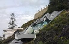 Những căn nhà trên vách núi