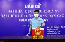Cận cảnh các tuyển thủ bóng đá Việt Nam vui tươi bỏ phiếu bầu cử