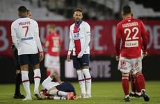 Neymar đá hỏng phạt đền, PSG bị truất 'ngôi vương' Ligue 1