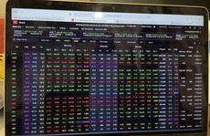 Đầu tuần chứng khoán khởi sắc: Mốc 1.300 điểm của VN-Index cận kề