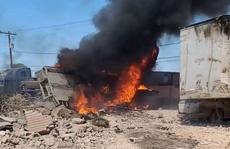 Máy bay quân sự Mỹ lao vào nhà dân, phi công tử nạn