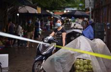 Ca nghi mắc Covid-19 ghé qua, toàn bộ khu chợ nhộn nhịp với hàng trăm kiốt bị phong tỏa