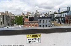 Tiệc tùng trên sân thượng, một phụ nữ ở Mỹ rơi xuống đất tử vong