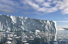 'Tử thần Bắc Cực' thoát khỏi 'mộ băng', nhiều con sông nhiễm độc
