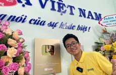 Giám đốc Công ty Độc lạ Việt Nam nhận Nút Vàng Youtube