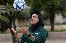 Nữ trọng tài xinh đẹp mang may mắn đến tuyển futsal Việt Nam