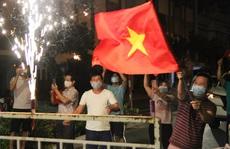 Người dân Đà Nẵng vui mừng dỡ phong tỏa khu vực bar New Phương Đông và chung cư 12T3