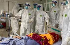 Bác sĩ Chợ Rẫy ngày đêm điều trị cho bệnh nhân nặng tại Bắc Giang
