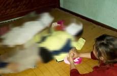 Đi làm về, bố mẹ đau đớn phát hiện 2 con nhỏ tử vong dưới ao mới đào