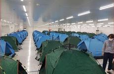 Những hình ảnh lắp lều ở Bắc Ninh để công nhân 'làm, nghỉ, ăn, ngủ' tại công ty