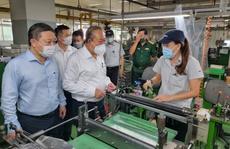 Phó Thủ tướng Trương Hòa Bình kiểm tra công tác phòng chống dịch Covid-19 tại các KCX-KCN
