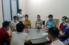 Bất chấp lệnh cấm, 18 khách Trung Quốc vẫn tụ tập ăn uống ở nhà hàng