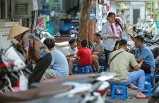 CLIP: Nhiều quán vỉa hè bất chấp lệnh cấm vẫn mở bán