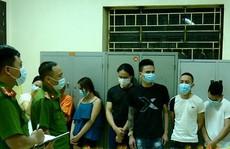 12 nam, nữ thanh niên phớt lờ lệnh cấm hò hát karaoke giữa dịch Covid-19
