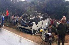 Xe ôtô biển xanh đặc chủng lật ngửa trên quốc lộ, 2 người bị thương