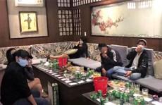 Đã ký cam kết phòng chống dịch Covid-19, quán karaoke ở Bảo Lộc vẫn đón khách