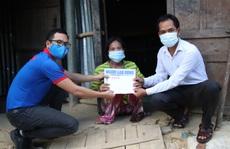 Báo Người Lao Động trao 27,9 triệu đồng cho người phụ nữ tật nguyền mất nhà