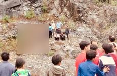 Bé gái rơi từ đỉnh núi cao 70 m xuống tử vong thương tâm