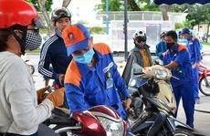 Giá xăng tăng mạnh, vượt mốc 20.000 đồng/lít
