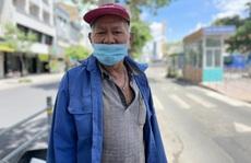 92 tuổi, cụ ông vẫn chạy xe ôm mỗi ngày để ngắm TP HCM