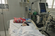 Người phụ nữ bị liệt tứ chi, cơ thể tím tái sau khi ăn sam biển