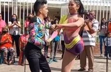 Nữ vũ công một chân lại gây sốt với điệu salsa điêu luyện