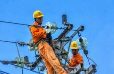 Sử dụng điện trong mùa mưa bão: Gặp sự cố, báo liền 19001006 hoặc 19009000