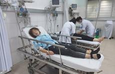 Hàng chục công nhân nhập viện sau bữa tối