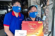 'Mai Vàng nhân ái' thăm nghệ sĩ hát bội Mỹ Kim và nhà báo Trần Đại Phú