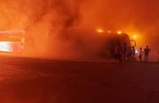 Nhiều xe khách giường nằm cháy ngùn ngụt tại bến