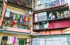 """CLIP: Nguy hiểm lơ lửng trên những """"chuồng cọp"""" chung cư cao tầng"""